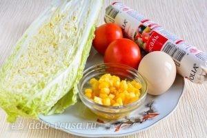 Салат с капустой, помидорами и кукурузой: Ингредиенты