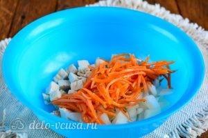 Салат с корейской морковкой и курицей: Добавить морковь