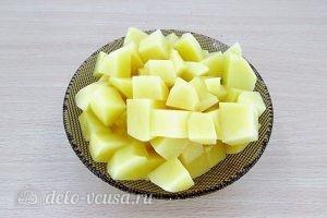Гороховый суп с грибами: Нарезать картофель