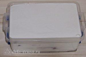 Торт из печенья с творогом и клубникой: Отправляем в холодильник