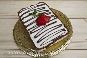 Торт из печенья с творогом и клубникой: Украсить торт
