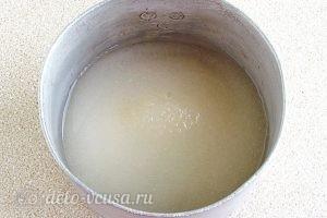 Вафельные рожки с кремом: Всыпаем сахар в воду