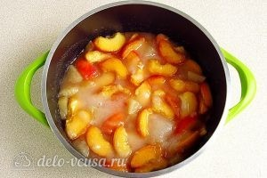 Варенье из персиков и консервированных ананасов: Перемешать