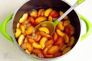 Варенье из персиков и консервированных ананасов: Оставить смесь на 4 часа