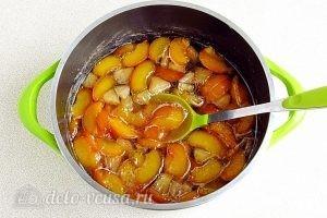 Варенье из персиков и консервированных ананасов: Варить смесь