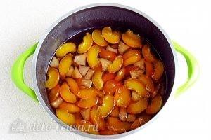 Варенье из персиков и консервированных ананасов: Дать смеси остыть