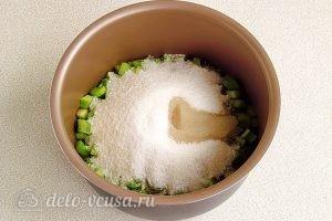 Варенье из ревеня в мультиварке: Выкладываем черешки с водой и сахаром в чашу мультиварки