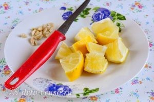 Варенье из лимонов: Нарезать лимоны