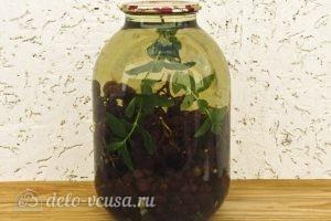 Виноградный компот с мятой на зиму: Заливаем воду