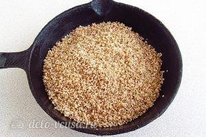 Ячневая каша с грибами в пароварке: Прожарить кашу