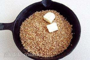 Ячневая каша с грибами в пароварке: Добавить масло