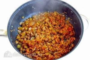 Салат с кальмарами и солеными огурцами: Добавляем перец