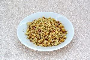 Салат из свеклы с плавленым сыром и чесноком: Орехи измельчить