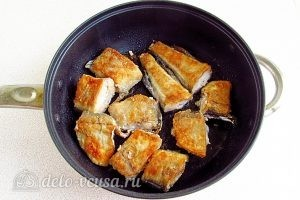 Бутерброды с минтаем: Обжарить рыбу