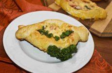 Дрожжевые пирожки с колбасой и сыром