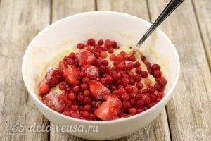 Маффины с ягодами: Добавить ягоды