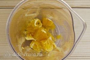 Молочный коктейль с апельсином, киви и клубникой: Чистим апельсин