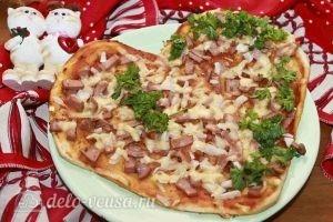 Пицца в форме сердца готова
