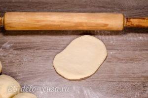 Плюшка Московская: Раскатать лепешку 10 на 15 см