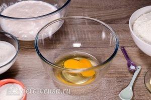 Плюшка Московская: Взбить яйца