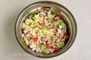 Крабовый салат с рисом и огурцом: Все хорошо перемешать