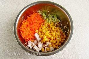 Салат из капусты, курицы и кукурузы: Соединить все