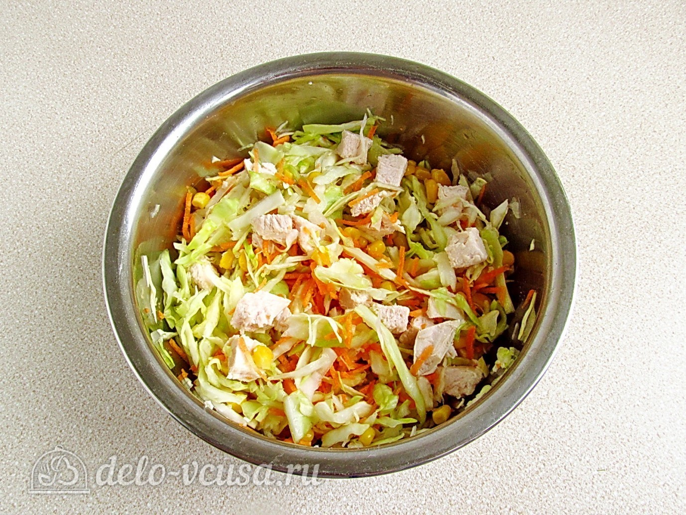 салат из капусты и курицы кукурузы