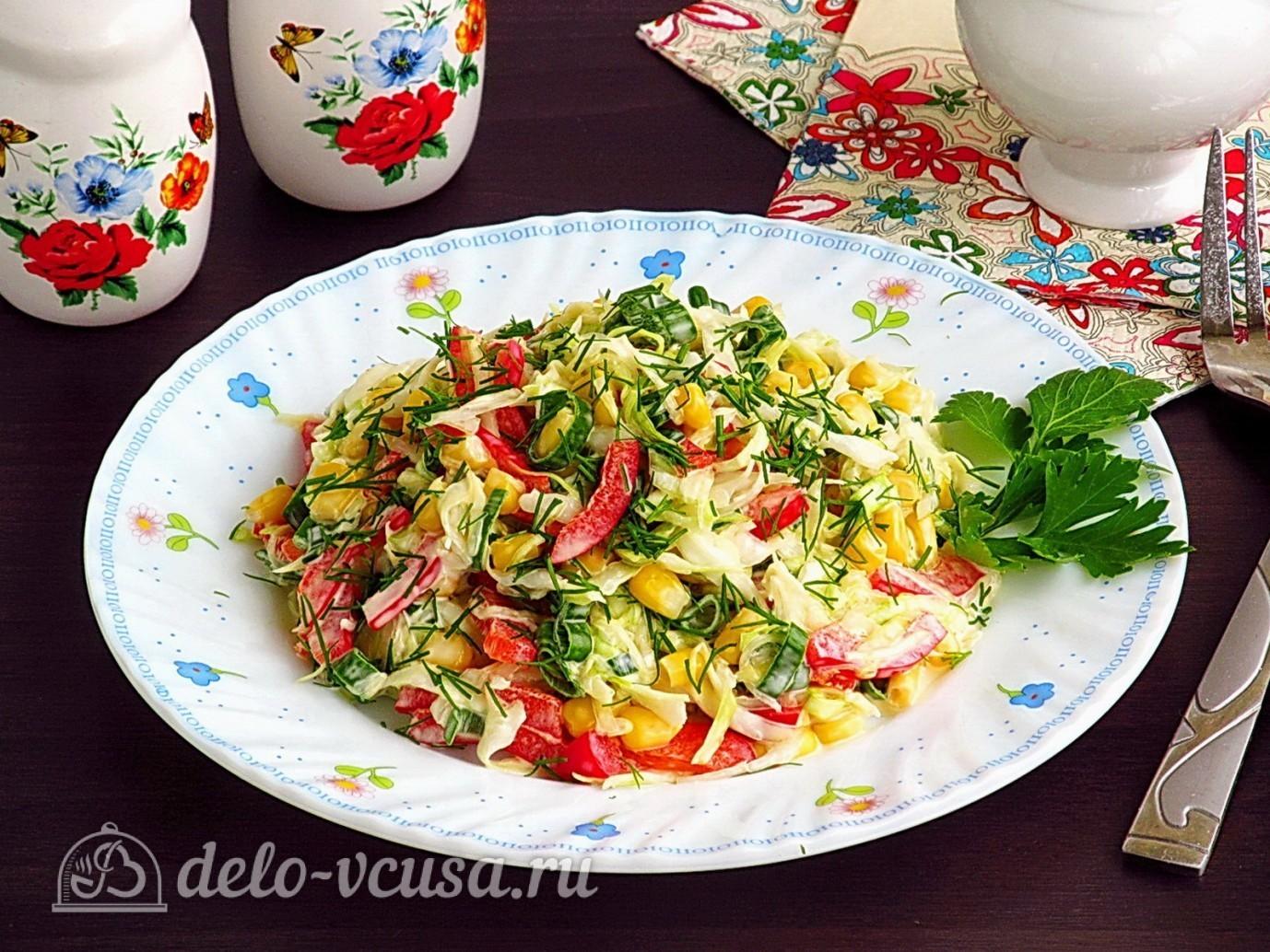 Салат из капусты, перца и кукурузы