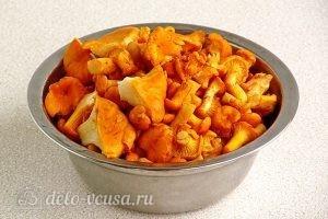 Суп из свежих лисичек: Подготовить грибы