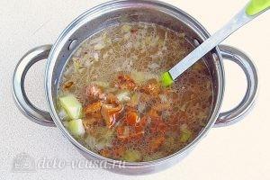 Суп из свежих лисичек: Варим в течение 5 минут