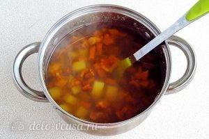 Суп из свежих лисичек: Отвариваем картошку до мягкости