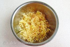 Салат из ананасов с сыром и чесноком: Все хорошо перемешать
