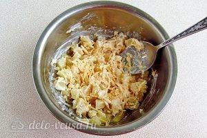Салат из ананасов с сыром и чесноком: Хорошо перемешать салат