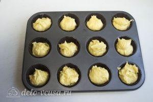 Ванильные кексы с начинкой: Отправить тесто в духовку