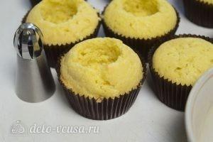 Ванильные кексы с начинкой: Вырезать серединки