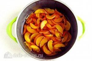 Варенье из персиков по-слонимски: Оставить персики в сиропе на 4 часа