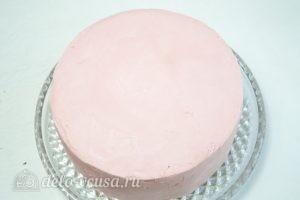 Арахисовый торт Коровка: Покрыть торт ганашем