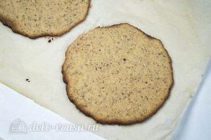 Арахисовый торт Коровка: Остудить коржи