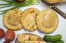 Булочки с колбасой и сыром