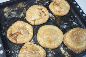 Булочки с колбасой и сыром: Горячие булочки оставить на столе минут на 10 и можно подавать