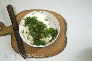 Цветная капуста, запеченная с курицей в духовке: Соединить сливки с зеленью