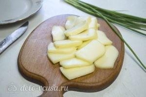 Цветная капуста, запеченная с курицей в духовке: Нарезать моцареллу