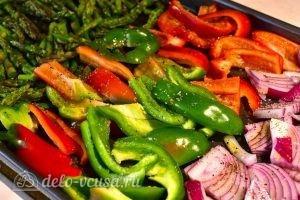 Быстрый гарнир из овощей: Поливаем маслом и добавляем специи