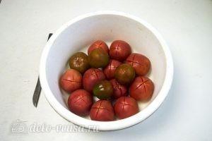 Томатный соус с базиликом: Подготовить помидоры
