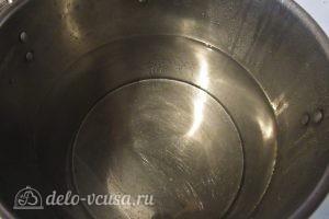Компот из кабачков и алычи: Нагреваем воду