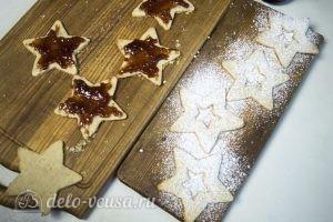 Линцерское печенье: Смазать джемом и посыпать пудрой