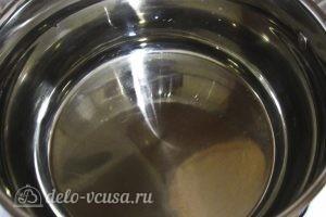 Огурцы маринованные с красной смородиной: Ставим нагреваться воду