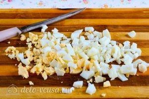 Окрошка на кефире: Нарезать яйца