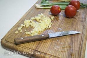 Овощной салат с курицей: Нарезать перец