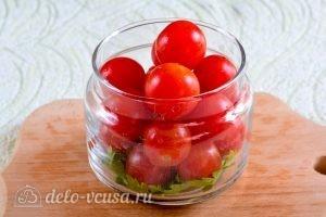 Помидоры черри на зиму: Сложить помидоры в банку
